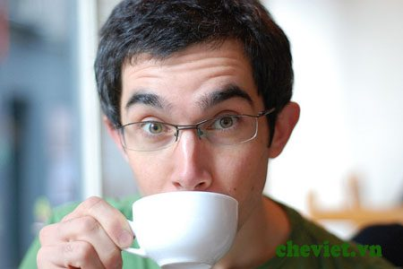 Uống chè xanh Thái giảm tác hại của thuốc lá