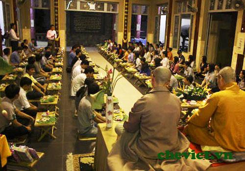 Một buổi thực hiện nghi lễ Thiền Trà làng Mai