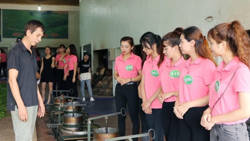 Người đẹp xứ Trà Thái Nguyên tìm hiểu thiết bị ngành chè