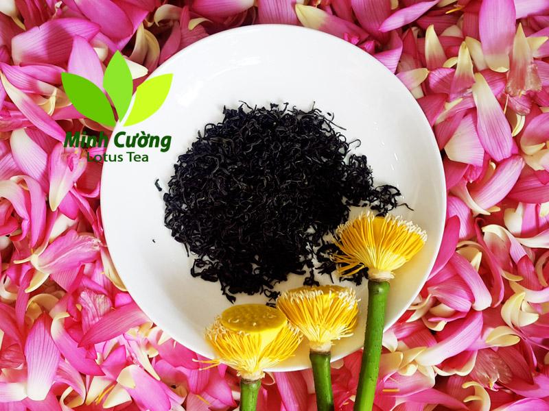 Trà ướp sen là sản phẩm được sản xuất thủ công với các bí quyết gia truyền
